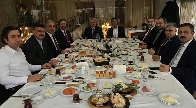 AK Partili Adaylar Sultangazi'de İstişare Yaptı