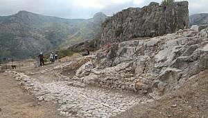 Harşena Kalesi'nde 600 yılık külliye keşfi